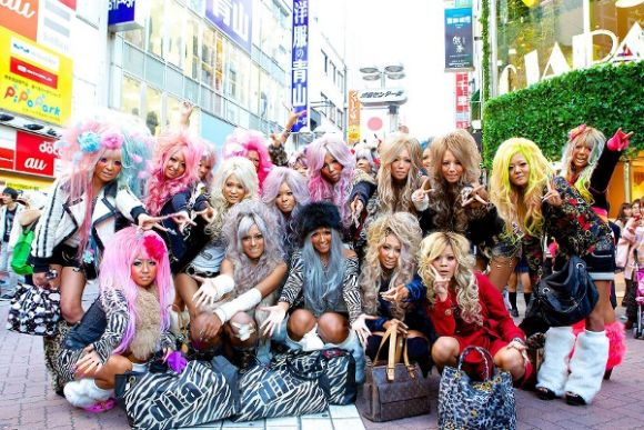 Gyaru Make-up and Purikura Shooting in the new Ganguro Cafe! - 0