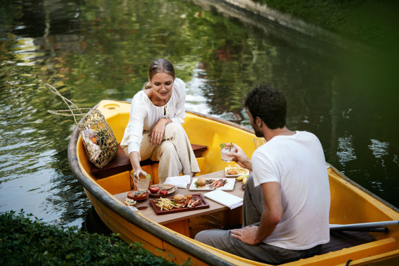 Romantic Lunch in Bali: Picnic On A Boat In Ubud - 0