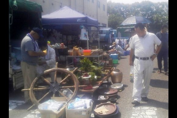 Visit and shop around a big-scale flea market in Tokushima - 0