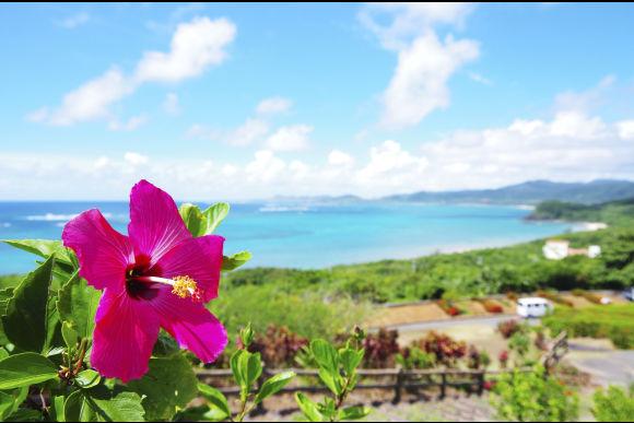 沖縄の那覇、国際通りで琉装を着てお散歩しよう! - 0