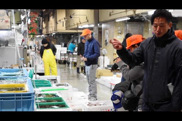 Tour takamatsu 39 s local fish market before visiting for Local fish market