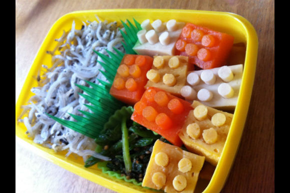 Learn How to Make Japanese Kid's Lunch Box :Kyaraben - 1