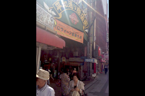 Go Shopping at Okinawa Kokusai Street with a Local Student! - 1