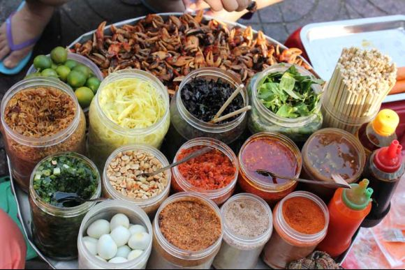 Whip up authentic Vietnamese cuisine in a cooking class - 2