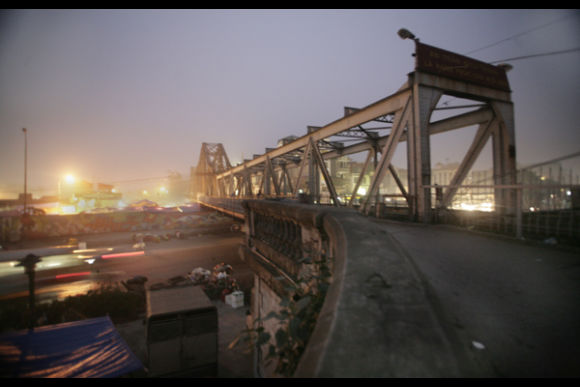 Capture Hanoi's Long Bien Market at Dawn - 0