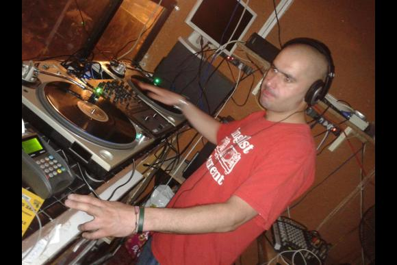 Learn the Art of Vinyl Dj'ing & Play to a Live Crowd! - 0