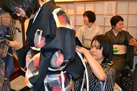 Learn to Wear a Traditional Kimono in Meguro, Tokyo - 1