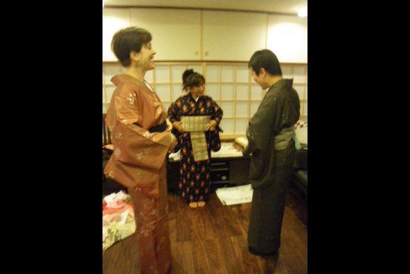 Learn to Wear a Traditional Kimono in Meguro, Tokyo - 3
