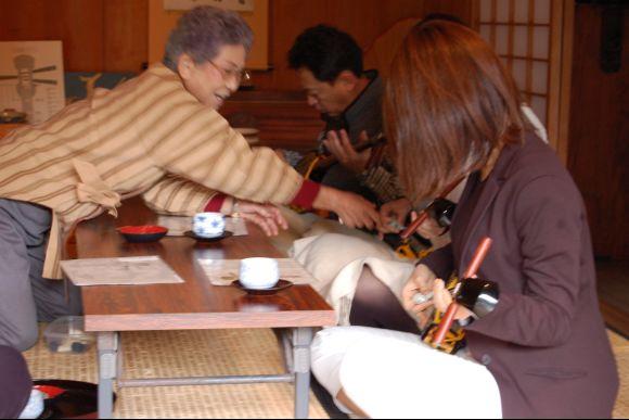 Make Okinawa soba and Learn Sanshin at Local Home in Okinawa - 1
