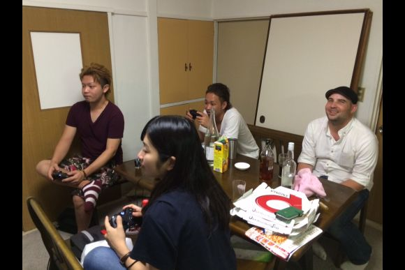 Play Japanese video games with locals in Tokyo - 0