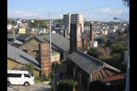 Experience pottery-making and tour a historical pottery town - 2