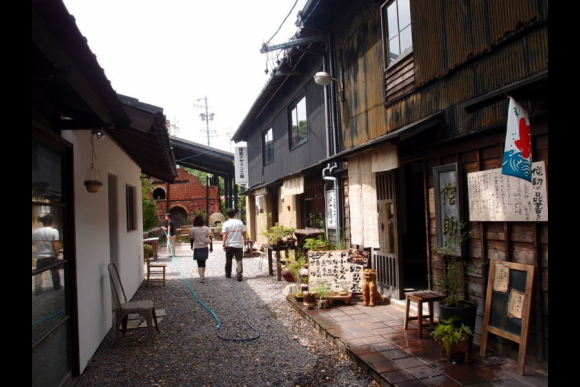 Experience pottery-making and tour a historical pottery town - 4