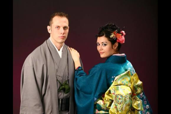 Wear a kimono while strolling around famous spots in Tokyo - 3