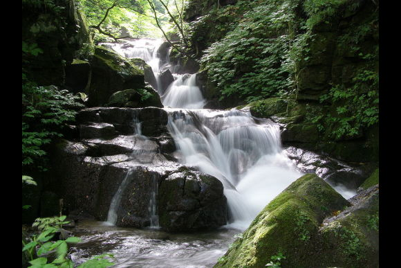 See Aomori's Waterfalls and 300-Year-Old Mountain Hot Spring - 3