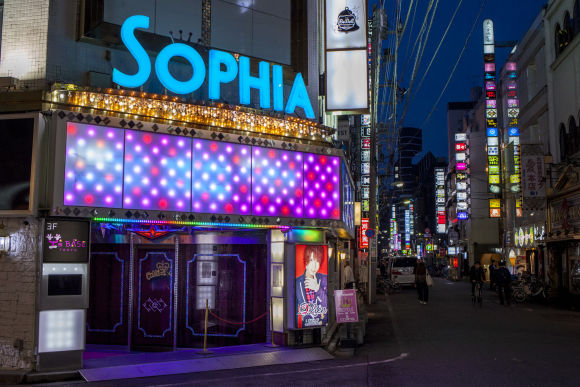 Visit a Host Club in Shinjuku: Lady's night life with locals - 2