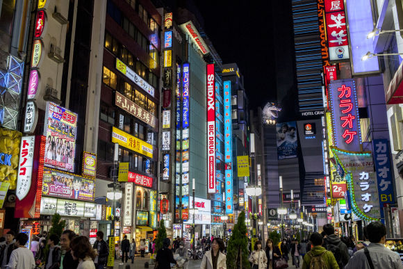 Visit a Host Club in Shinjuku: Lady's night life with locals - 5