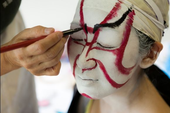Experience dressing up as a kabuki actor in Gifu - 1