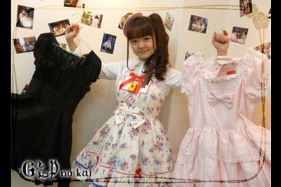 Go Shopping with Japanese Lolitas! - 2