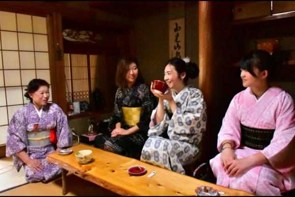 30% OFF Kyoto Fushimi tour with a boat and yukata! - 0