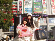 Go Shopping with Japanese Lolitas!