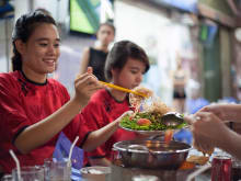 Explore Saigon by motorbike: Palaces to delicious food