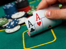 Play Texas Holdem Poker in a maid cafe in Akihabara
