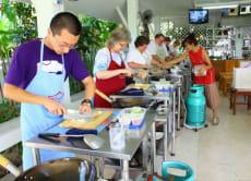 チェンマイ市場マーケットツアー&タイ料理教室(英語ガイド/往復送迎付き)