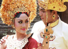 Photoshoot in Formal Balinese Wedding Outfit - Payas Agung