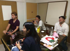Play Japanese video games with locals in Tokyo