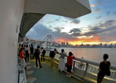 Walk Tokyo's famous Rainbow Bridge for an Odaiba Photo Tour!
