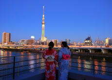 Tour Asakusa with kimono and eat delicious teppanyaki dinner