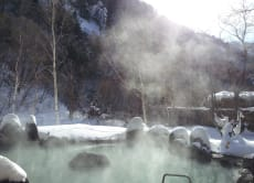 Try a natural onsen with snow view & stay overnight, Nagano