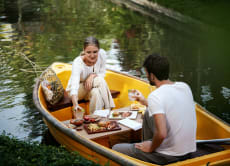 Romantic Lunch in Bali: Picnic On A Boat In Ubud