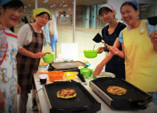 Shitamachi Explore Walking & Okonomiyaki Cooking Lesson