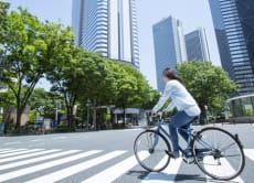 Cycle around Tokyo with an electric bike and a camera