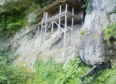 Visit the unique mountain temple Mitoku Sanbutsuji, Tottori