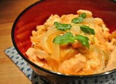 Make the popular Oyakodon bowl dish in Tokyo!