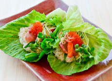 Enjoy a temaki sushi class at a home party in Osaka!