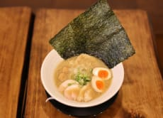 Make Japanese chicken ramen in a ramen restaurant, Asakusa