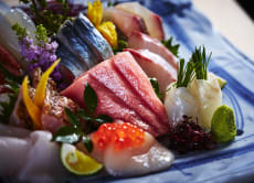 Eat fresh delicious sashimi at an amazing price in Odawara