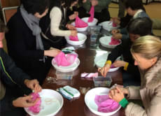 Experience dyeing your own handkerchief in Southern Osaka