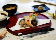 Tempura Cooking Class & a Casual Walk at the Imperial Palace