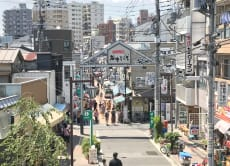 Walk around the nostalgic old district Yanaka in Tokyo