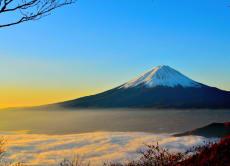 從直升機的視角觀看富士山和蘆之湖