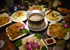 九份の町並みが一望できる「戲夢人生茶飯館(シーモンレンシェン)」でお食事