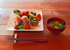 Vegan Meal and Rakugo Comedy in a Traditional Japanese House