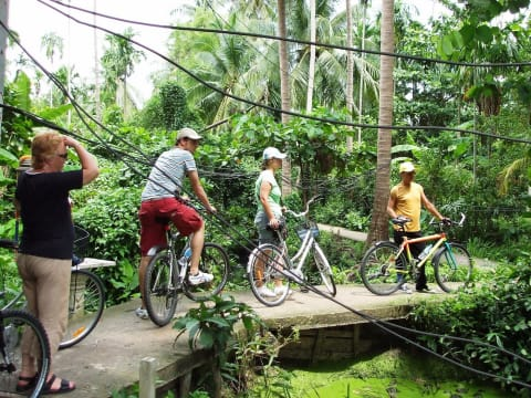 Chinatown to the Gardens of Siam (5-hour bicycle/boat tour)