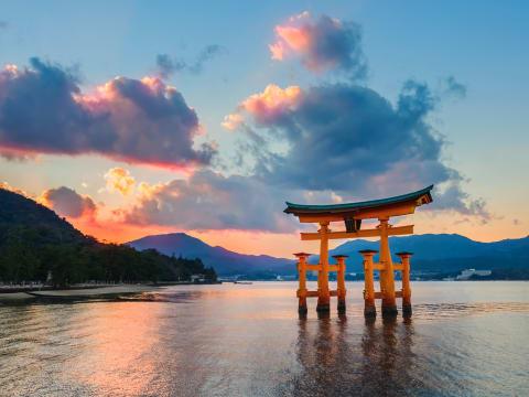 Hiroshima Day Trip from Osaka by Shinkansen and Guided Tour