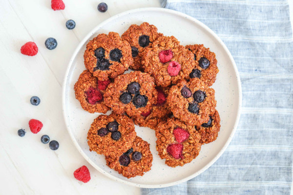 Image of Vegan Oat and Berry Cookies