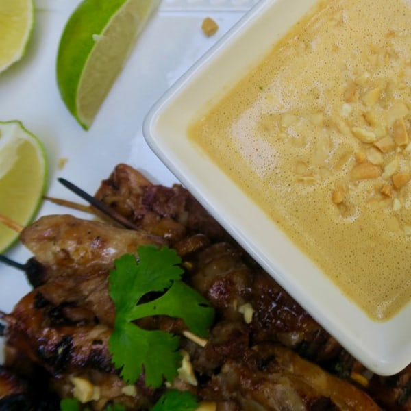 Image ofchicken thighs with peanut garlic dipping sauce